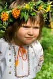 Het vrij Oekraïense geconcentreerde meisje kijkt Stock Foto