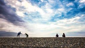 Het vrije tijdsbeeld van mensen ontspant en geniet van het vreedzame strand in Taiwan royalty-vrije stock foto's