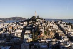 Het vroege Licht van de Ochtend op de Heuvel van de Telegraaf en het Park van de Toren Coit in San Francisco, Californië. stock fotografie