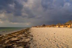 Stormachtige Ochtend op Strand Cancun Stock Afbeeldingen