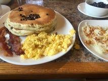 Het vroege ontbijt van de ochtendpannekoek Stock Afbeelding