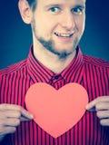 Het vrolijke hart van de mensenholding Stock Afbeeldingen