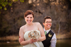 Het vrolijke Jonggehuwden Lachen Stock Foto's