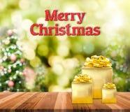 Het vrolijke Kerstmis 3d teruggevende rood schittert woord en gouden prese Royalty-vrije Stock Foto