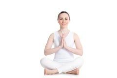 Het vrolijke meisje mediteren royalty-vrije stock afbeelding