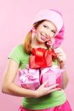 Het vrolijke meisje met stelt voor Stock Afbeeldingen