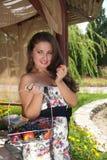 Het vrolijke meisje van de glamourzomer Stock Afbeeldingen
