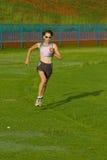 Het vrouwelijke atleet lopen. Royalty-vrije Stock Afbeelding