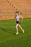 Het vrouwelijke atleet lopen. stock afbeelding