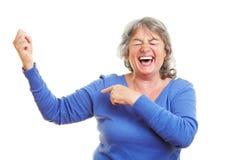 Het vrouwelijke bejaarde tonen royalty-vrije stock afbeelding