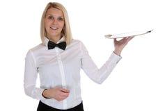 Het vrouwelijke blonde de vrouw van de serveersterkelner dienen met dienbladrestaurant Stock Fotografie