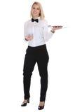 Het vrouwelijke blonde jonge de vrouw van de serveersterkelner dienen met dienbladresta Stock Fotografie