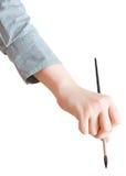 Het vrouwelijke hand schilderen door geïsoleerd penseel Royalty-vrije Stock Fotografie
