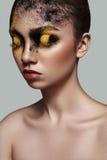 Het vrouwelijke Model van de manierschoonheid met creatieve Make-up Stock Foto's