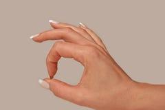 Het vrouwelijke O.K. Gebaar van de Hand stock afbeeldingen