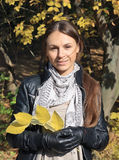 Het vrouwelijke portret van de herfst Royalty-vrije Stock Foto