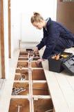 Het vrouwelijke Systeem van Loodgieterfitting central heating royalty-vrije stock fotografie