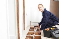 Het vrouwelijke Systeem van Loodgieterfitting central heating stock afbeeldingen
