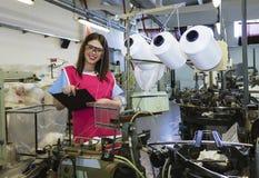Het vrouwelijke werkgever inspecteren Stock Foto's