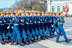 Het vrouwen` s leger, repetitieparade in St. Petersburg, 2018 kan Rusland royalty-vrije stock afbeelding