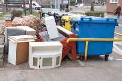 Het vuilnis wordt blootgesteld aan afmetingen stock afbeelding