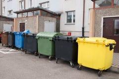 Het vuilnis wordt blootgesteld aan afmetingen stock afbeeldingen