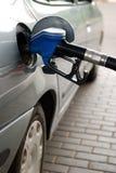 Het vullen van de brandstof bij benzinestation Royalty-vrije Stock Afbeelding