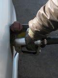 Het vullen van de grote diesel auto. Stock Afbeeldingen