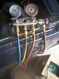 Het vullende gas van het autokoelmiddel Stock Afbeelding