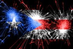Het vuurwerk fonkelende vlag van Puerto Rico Nieuwjaar, Kerstmis en Nationaal dagconcept royalty-vrije stock foto