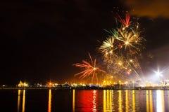 Het vuurwerk toont in een Viering Royalty-vrije Stock Foto's