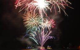 Het Vuurwerk van Chicago bij Marinepijler om met 2017 in te stemmen Stock Foto's