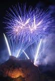 Het vuurwerk van de nacht bij het kasteel Royalty-vrije Stock Afbeeldingen