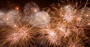 Het vuurwerk van de nieuwjaarviering Stock Foto's