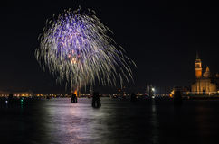 Het vuurwerk van de nieuwjaarviering Stock Afbeeldingen