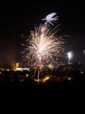 Het vuurwerk van de nieuwjaarvooravond Stock Fotografie