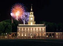 Het Vuurwerk van de Zaal van de onafhankelijkheid stock afbeelding
