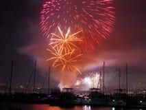 Het vuurwerk van de zomer over boten Stock Fotografie