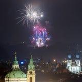 Het vuurwerk 2016 van het nieuwjaar Royalty-vrije Stock Foto's