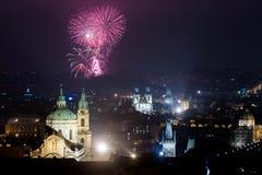 Het vuurwerk 2016 van het nieuwjaar Stock Foto's