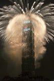 Het vuurwerk van het nieuwjaar op Taipeh 101 Royalty-vrije Stock Afbeeldingen