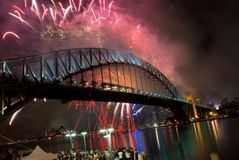 Het Vuurwerk van het Nieuwjaar van de Brug van de Haven van Sydney Stock Afbeelding