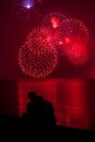 Het vuurwerk van het paar Stock Foto's