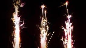 Het vuurwerk van het pyrotechnieksterretje stock video