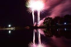 2018 - 4 het Vuurwerk van juli in Miller Park Lake Stock Foto's