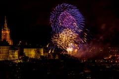 Het vuurwerk van het nieuwjaar in Praag stock foto's