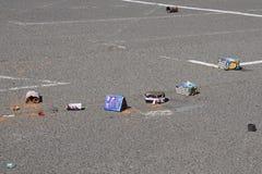 Het vuurwerk verspilt links bij een openbaar parkeerterrein stock foto's