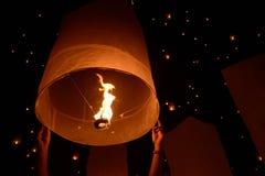 Het vuurwerkfestival van hemellantaarns, Chiangmai, Thailand, Loy Krathong royalty-vrije stock foto's