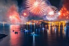 Het Vuurwerkfestival van Malta in Valletta Conceptenreis Lucht Foto stock afbeeldingen