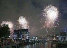 Het vuurwerkviering van Macy in de Stad van New York Stock Foto's